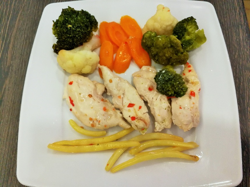 Куряча грудка з овочами