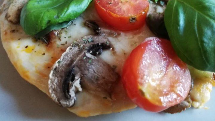 Дієтична піца з курячою грудкою