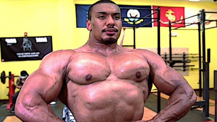 Ларрі Уілс виконав жим лежачи з гантелями по 125 кілограмів
