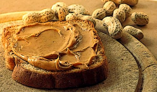 Арахисовое масло — источник полезных жиров и растительного белка