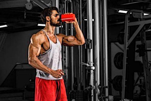 Прием BCAA во время тренировки — хороший способ защитить мышцы от разрушения и улучшить их энергообеспечение