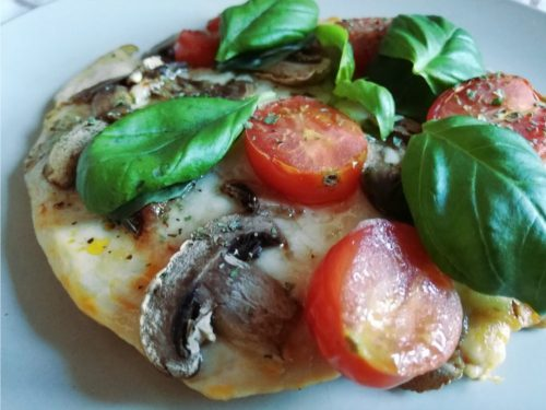 Дієтична піца з курячою грудкою: готова страва