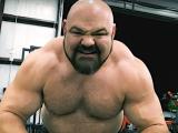 Брайан Шоу выполнил становую тягу с весом 495 килограммов