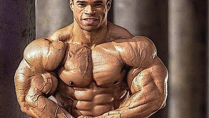 Кевин Леврон выполнил жим штанги из-за головы с весом 143 килограмма