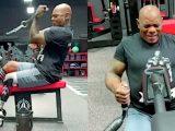 Флекс Уиллер показал тренировку спины и бицепсов